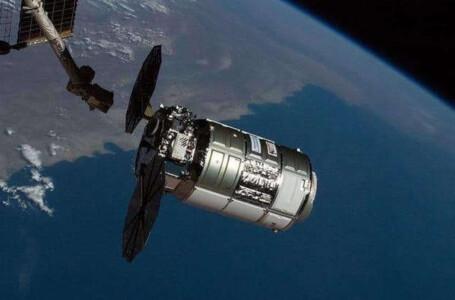 """القمر الصناعي الإماراتي """"ظبي سات"""" يصل موقعه المداري"""