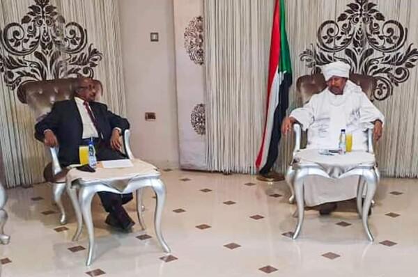 مبعوثان من أفورقي يلتقيان حمدوك وينقلان له رسالة شفهية من رئيس أريتريا