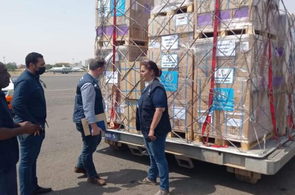 وزارة الصحة تستلم الشحنة الأولى من أدوية الجسر الجوي
