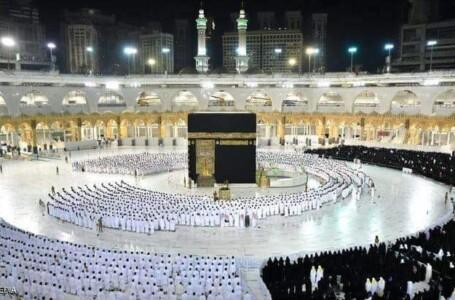 """السعودية.. أول صلاة في الحرم المكي والمسجد النبوي """"دون تباعد"""""""